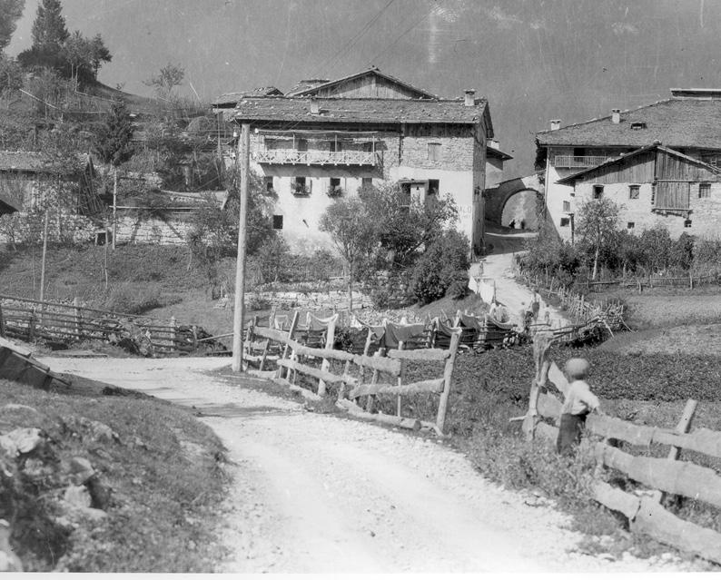 Un'immagine storica dell'hotel Melchiori e dell'hotel Pavone